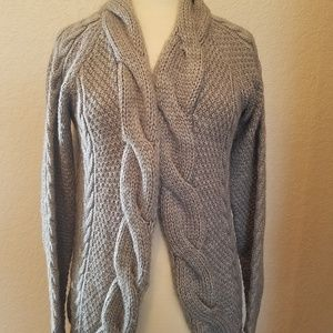 Zara knit sweater size Med.